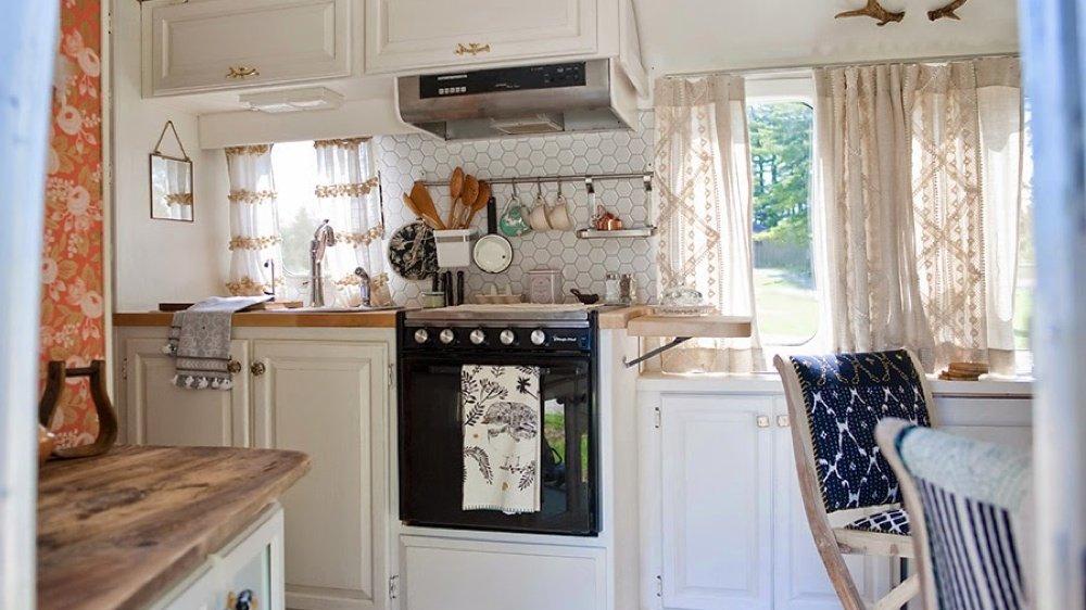relooking extr me destination los angeles. Black Bedroom Furniture Sets. Home Design Ideas