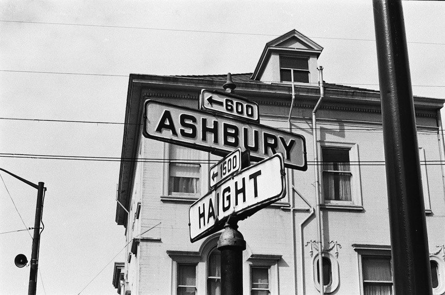 Haight-Ashbury-1967-intersection